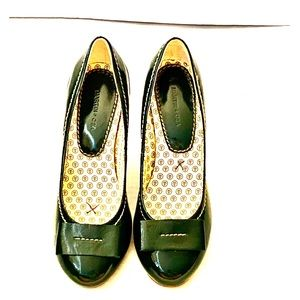 Anthropologie Green Patent Leather Pumps size 7